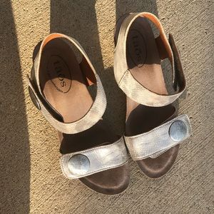 Taos Brand comfort shoes. Carousel 2 size 7-7.5.